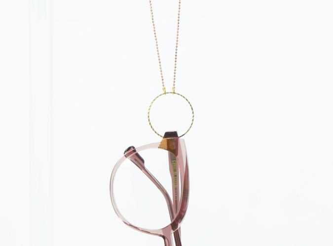 Collier de lunettes chez Optique Place des Fêtes